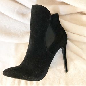 Venus | Black velvet stiletto bootie